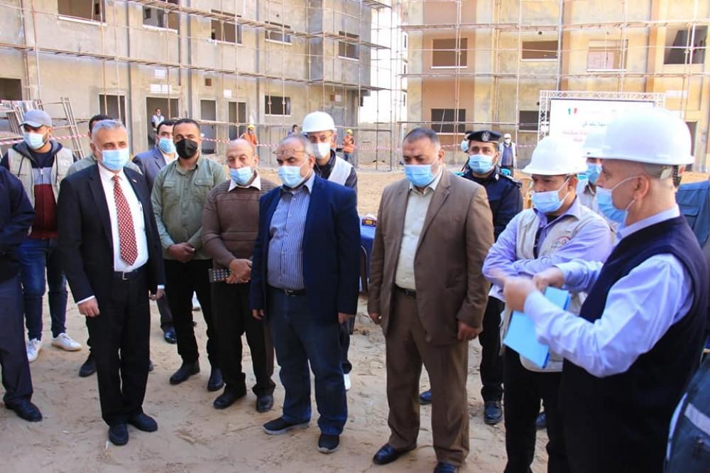 رئيس المتابعة الحكومية يتفقد مشاريع  وزارة الأشغال وعدد من المصانع