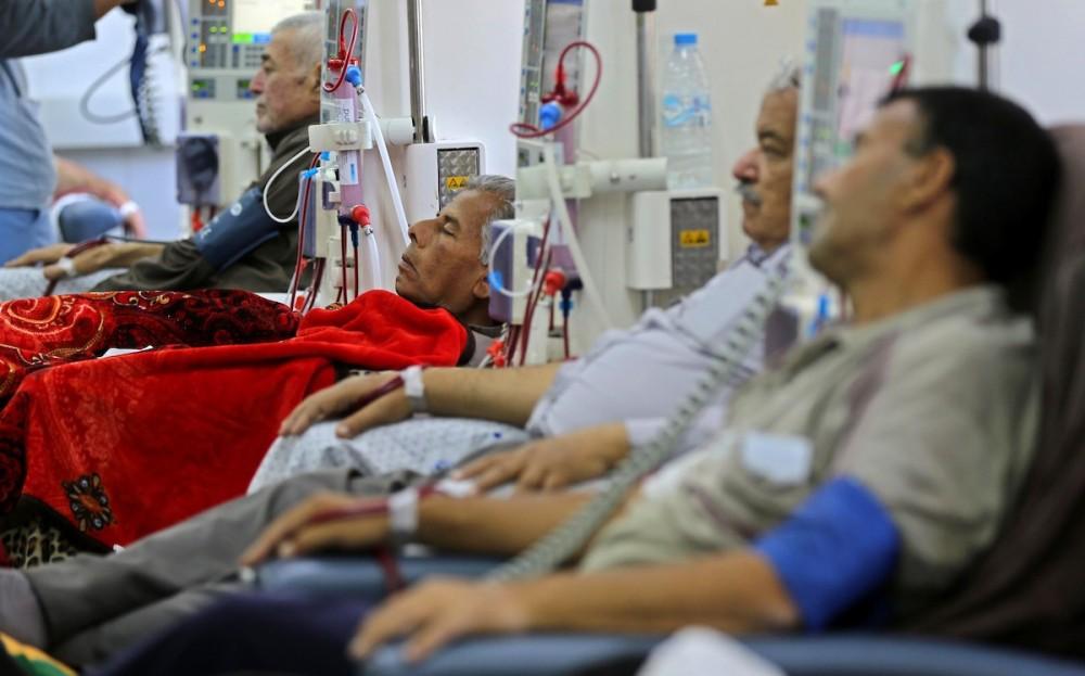 عدد من المرضى بأحد مشافي غزة