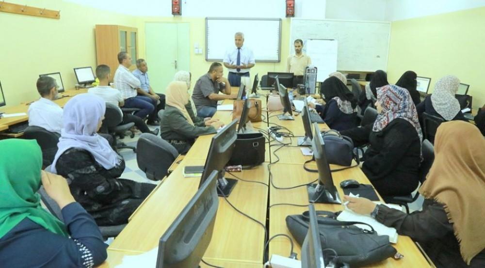 تعليم خان يونس يعقد دورة الفصول الافتراضية لأمناء المكتبات