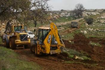 الاحتلال يواصل تجريف أراضي بسلفيت للتوسع الاستيطاني