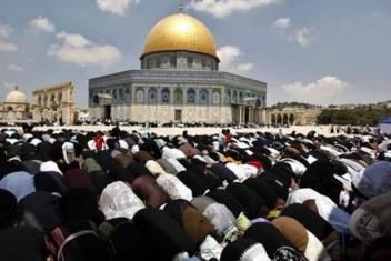 250 من غزة للصلاة في الأقصى