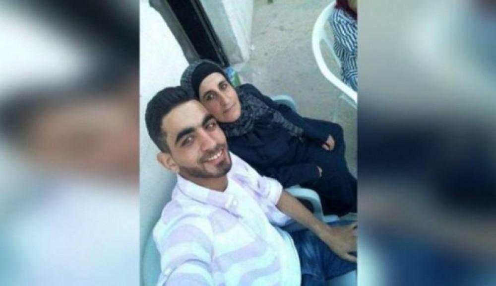 منفذ عملية حلميش مع والدته
