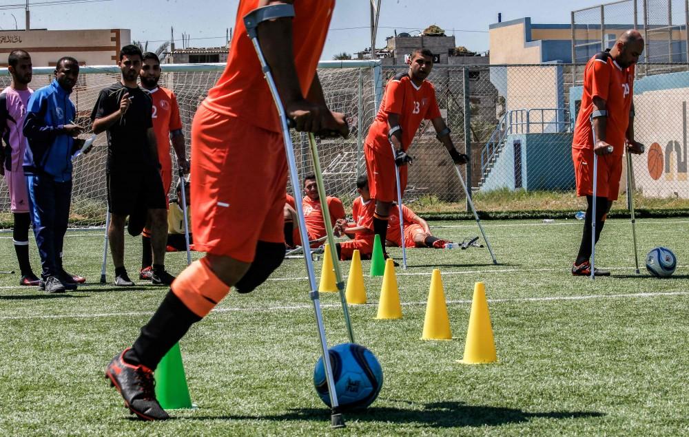 كرة القدم تمنح مبتوري الأطراف الأمل في قطاع غزة