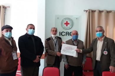 وزارة الأسرى تبحث مع الصليب الأحمر أوضاع المعتقلين في سجون الاحتلال