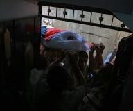 تشييع جثمان الشهيد عماد شاهين وسط قطاع غزة بعد تسليم الاحتلال جثمانه/تصوير: عطية درويش