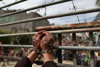 6 أسرى يواصلون إضرابهم عن الطعام بسجون الاحتلال
