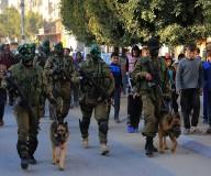 مسير عسكري لوحدة النخبة بكتائب القسام في النصيرات مساء اليوم. تصوير: عطية درويش