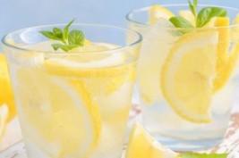 ماذا يحدث فى جسمك إذا تناولت الماء بالليمون لمدة 7 أيام؟