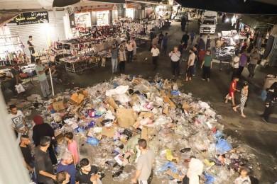 بلدية خان يونس تجمع وتُرحل 740 طن من النفايات الصلبة في العيد