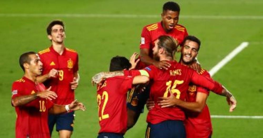 قمة نارية بين هولندا وإسبانيا على ملعب يوهان كرويف
