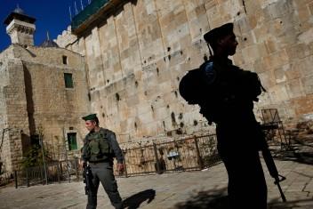 الاحتلال يعتقل طفلة قرب الحرم الإبراهيمي في الخليل
