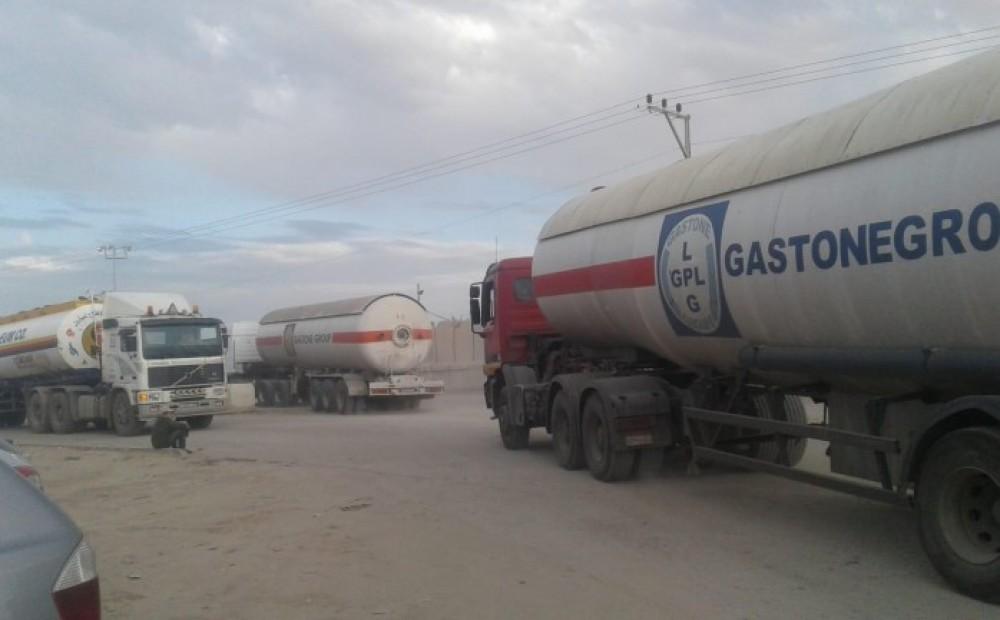 سيارات نقل الغاز المصري