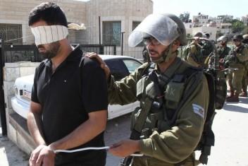 الاحتلال يعتقل 10 مواطنين من الضفة