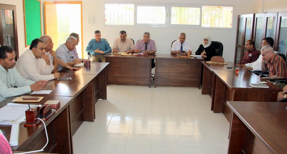 تعليم خان يونس يجتمع بالمشرفين التربويين