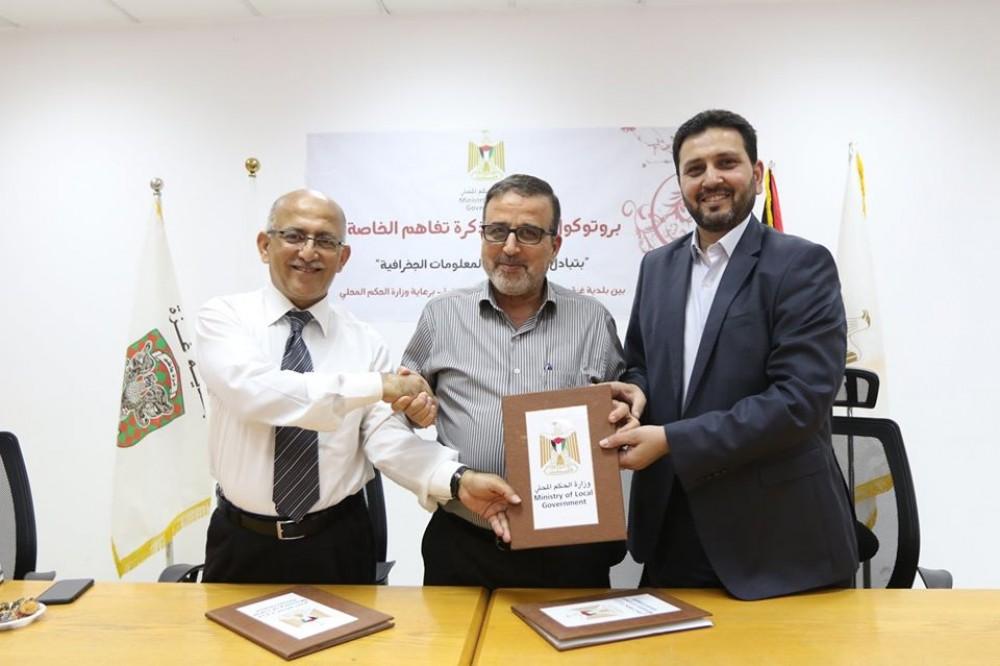 بلدية غزة توقيع اتفاقية لتبادل المعلومات مع شركة الكهرباء