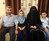 الطالبة روان تنيرة، من #غزة والحاصلة على معدل 98.7% بالفرع الأدبي. تصوير: عطية درويش