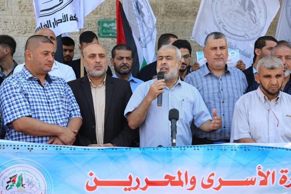 وزارة الأسرى تحذر من خطورة تفشي وباء كورونا داخل سجون الاحتلال