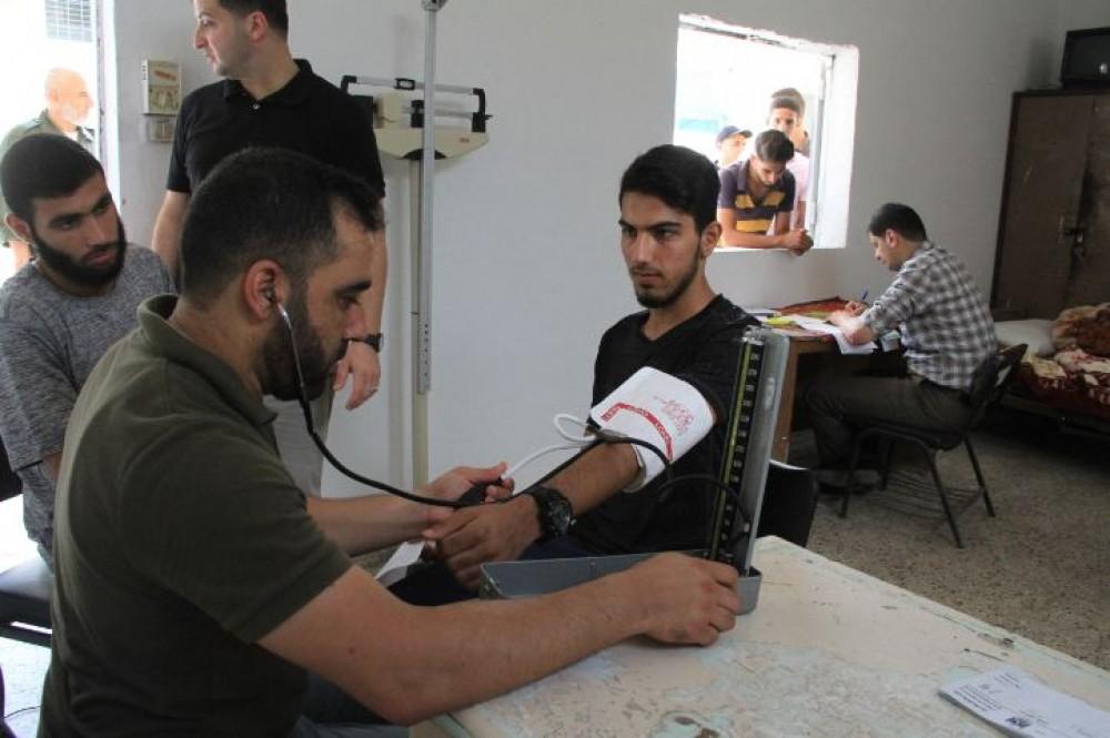 الخدمات الطبية تُجري الفحص الطبي للطلبة الجدد في كلية الرباط