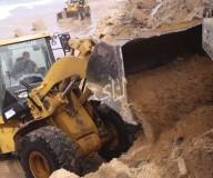 الأشغال تنقذ الصيادين من المد المفاجئ لبحر دير البلح