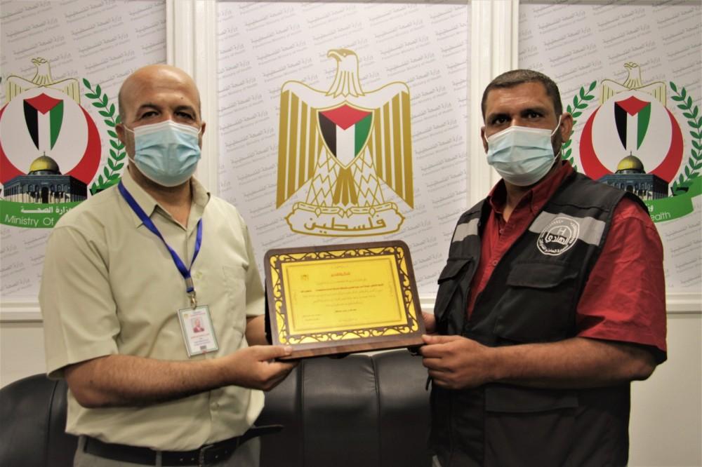 الصحة تكرم شركة النظافة في مستشفى غزة الأوروبي تقديراً لجهود كوادرها