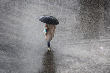 انخفاض الحرارة وأمطار متفرقة اليوم