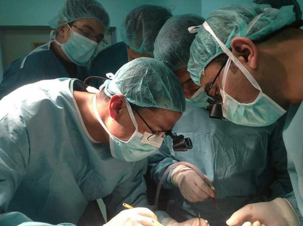 المستشفى الأوروبي يجري عملية دقيقة لاستئصال كامل الغدة الدرقية لمريضة عشرينية