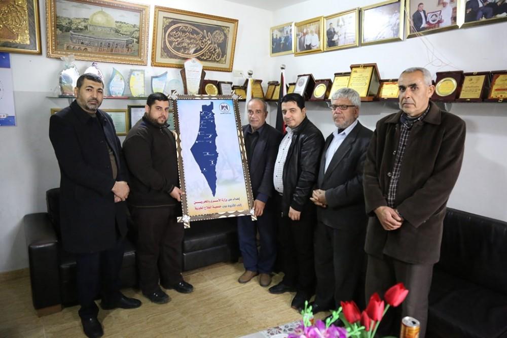وزارة الاسرى تعزز تعاونها مع جميعة الفلاح الخيرية