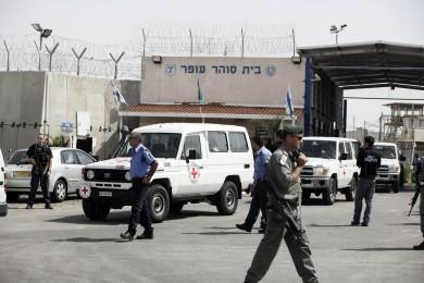 الاحتلال ينقل الأسيرين البلبول والقاضي إلى المشفى
