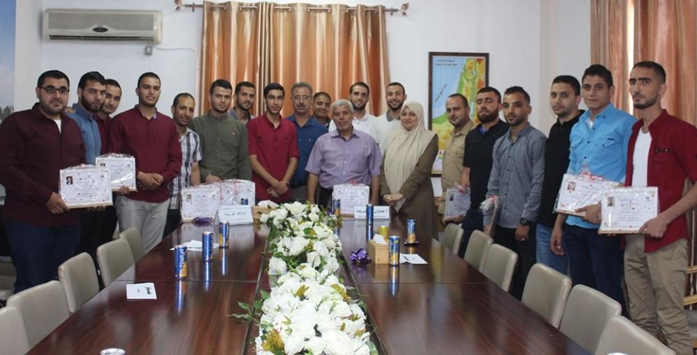 وزارة العمل تكرم أعضاء لجنة المتابعة المنبثقة عن برنامج