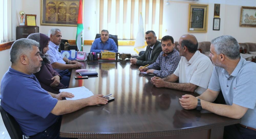 IMG_0205 (1)مدير تعليم خان يونس يجتمع بلجنة المتابعة ومراقبي الحراسات