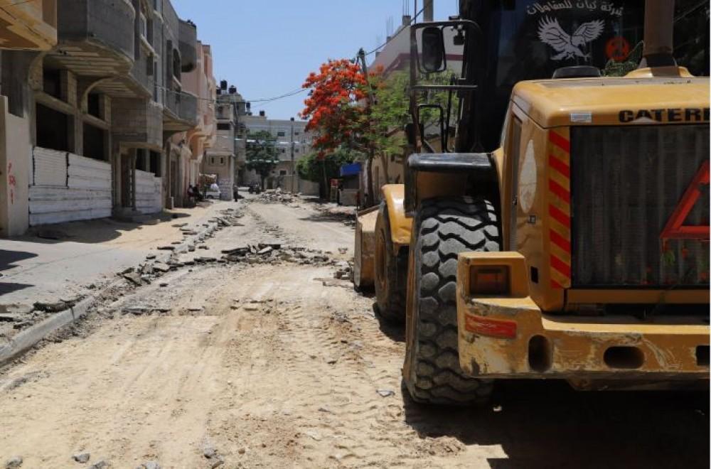 بلدية جباليا النزلة تشرع بإعادة تأهيل شارع الشهيد أحمد أبو وردة