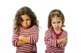 أسباب تجعل من شقيقتك أفضل وأقرب صديقة لك