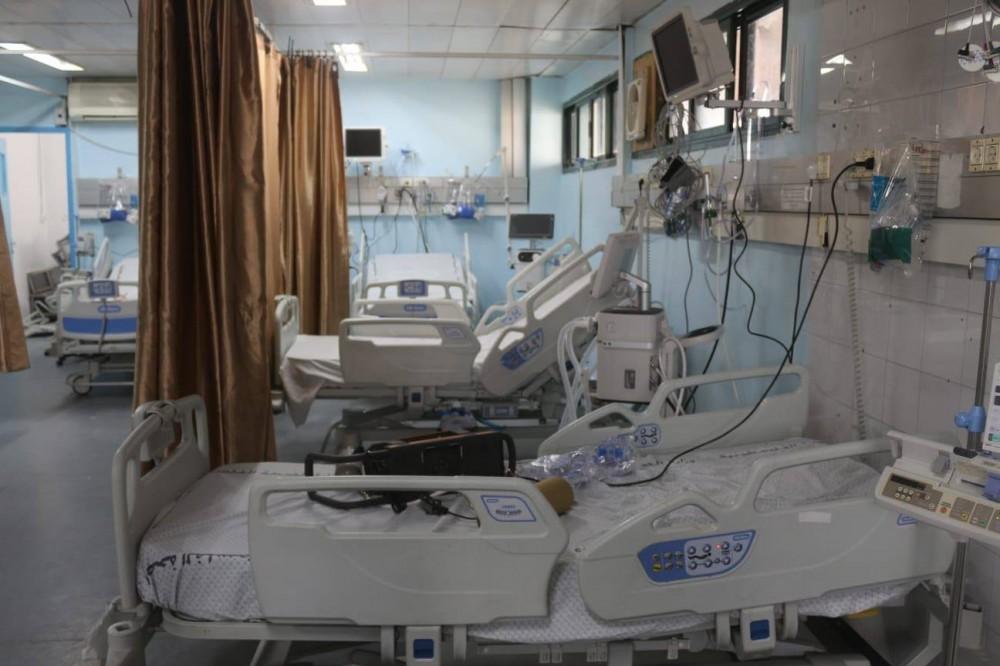 مجمع ناصر الطبي ينهي تجهيز قسم العزل والعناية المركزة لمصابي