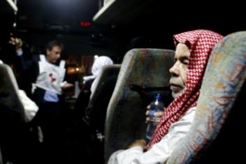 """24 من أهالي أسرى غزة يزرون أبنائهم المعتقلين في """"رامون"""""""