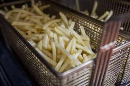 """علماء يكشفون دور """"البطاطا المقلية"""" في شفاء الصلع"""
