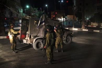 الاحتلال يعتقل طفلًا بعد إصابته شرق رام الله