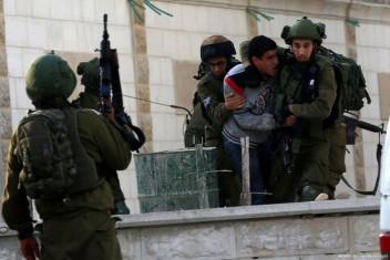 اعتقال 12 مواطنًا وإصابة آخر بالضفة