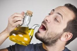 لشرب زيت الزيتون على الريق ..  فوائد عدة تعرف عليها