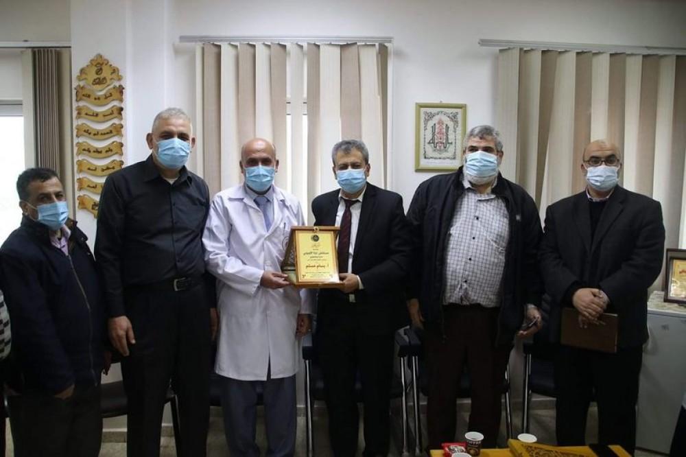 المستشفى الأوروبي يكرّم مدير التمريض بسام مسلم