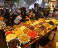 الأجواء الرمضانية في سوق الزاوية بغزة... تصوير: عطية درويش