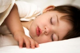 لماذا ينام الإنسان وقتا طويلا يوميا؟