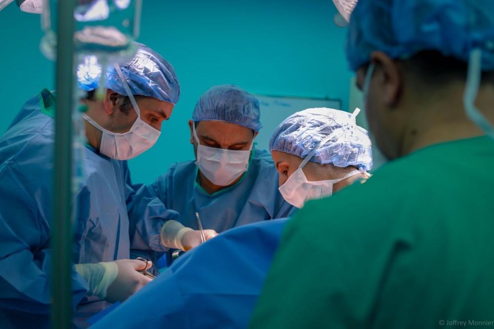 أطباء طب عملية جراحية