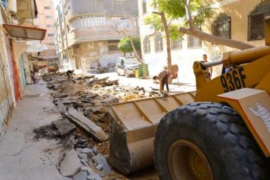 بلدية خان يونس تشرع بمواءمة شارعاً في حي الأمل
