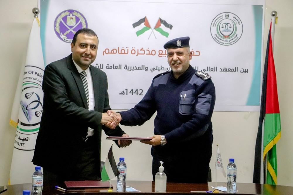 الشرطة تُوقع مُذكرة تفاهم مع المعهد الأعلى للقضاء