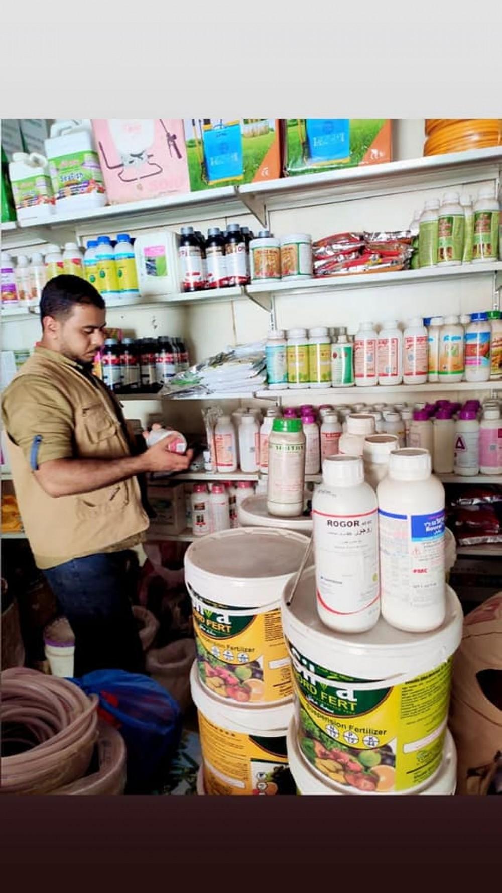 الزراعة تنظم جولة رقابية على أصحاب محلات بيع المبيدات بخانيونس