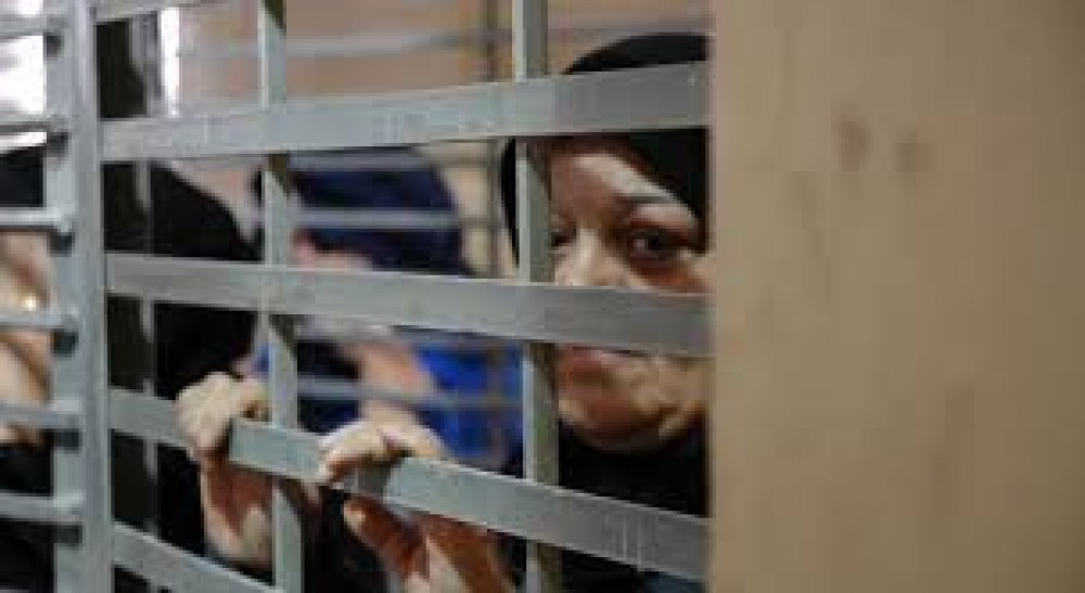 الأسيرات في سجن الدامون يقررن تعليق الإضراب