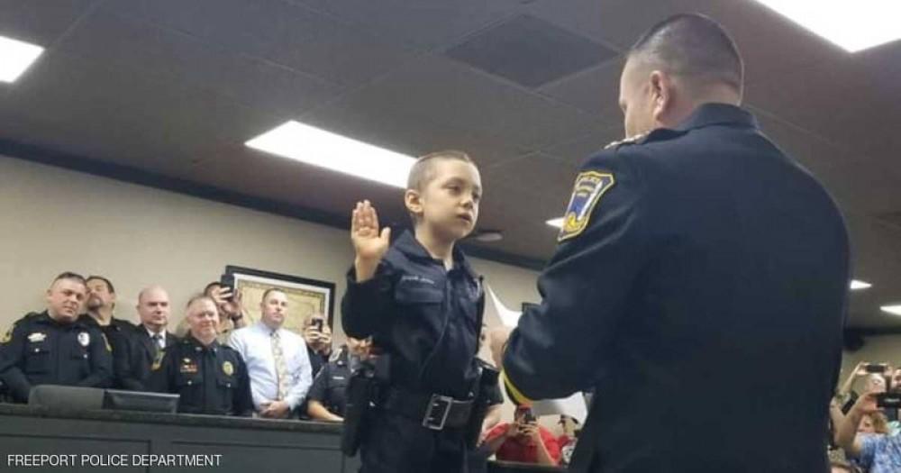 أصغر ضابطة شرطة بالعالم.. !؟