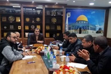 بلدية خان يونس والشرطة تضعان خطة لمنع الازدحام في الأسواق