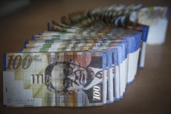 """أسعار صرف العملات مقابل """"الشيقل"""" اليوم"""