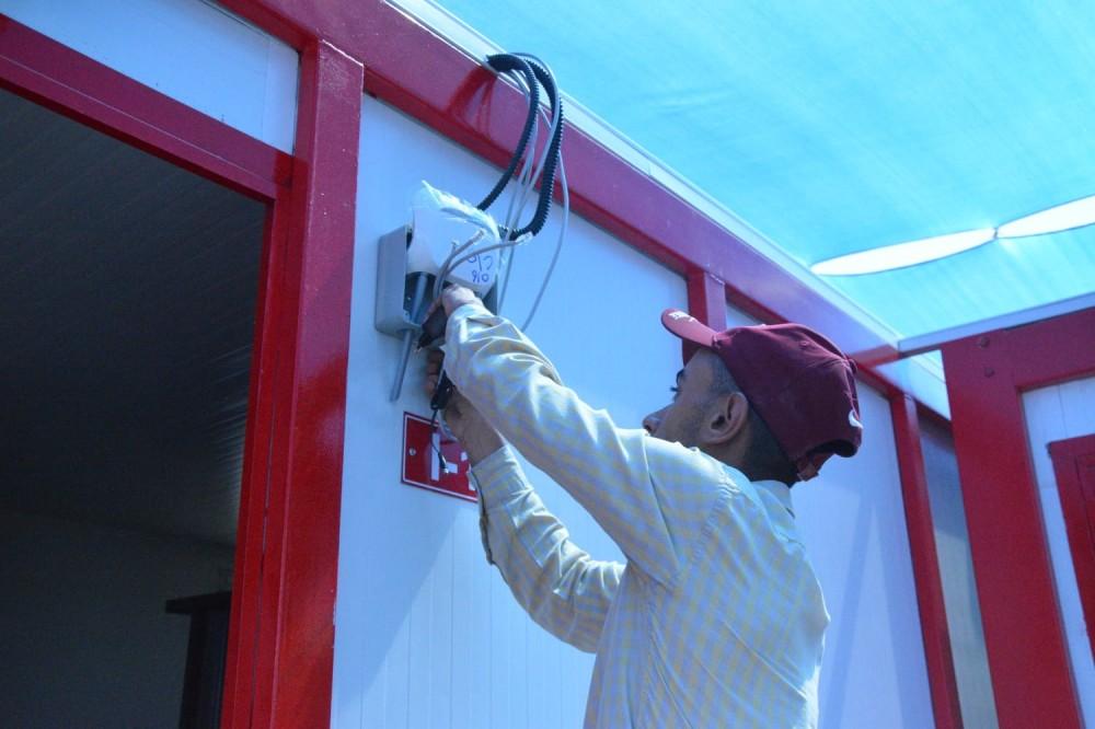 وزارة الاتصالات تزود مراكز الحجر الصحي بخدمة الاتصالات والانترنت